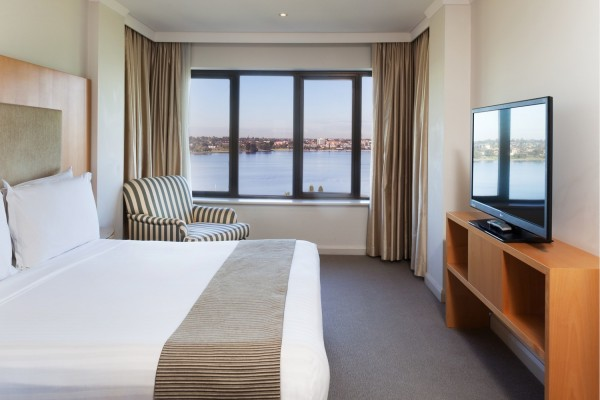 crowne-plaza-perth-suite-room.jpg