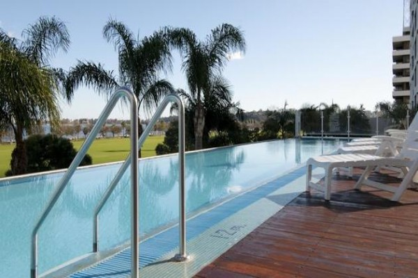 crowne-plaza-perth-pool.jpg