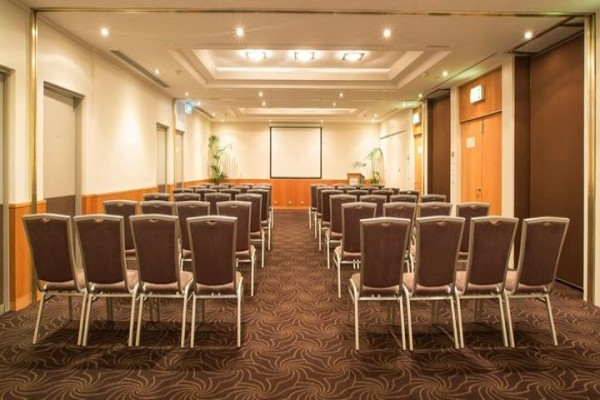 crowne-plaza-conference-room-meeting-seating.jpg
