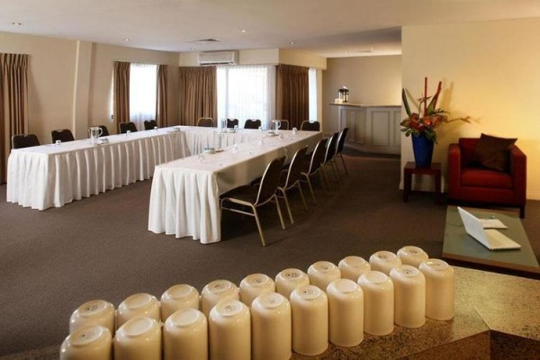 mantra-on-hay-perth-conference-room-u-style